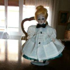 Muñecas Porcelana: MUÑECA CABEZA DE PORCELANA , CUERPO DE COMPOSICIÓN. Lote 49622304