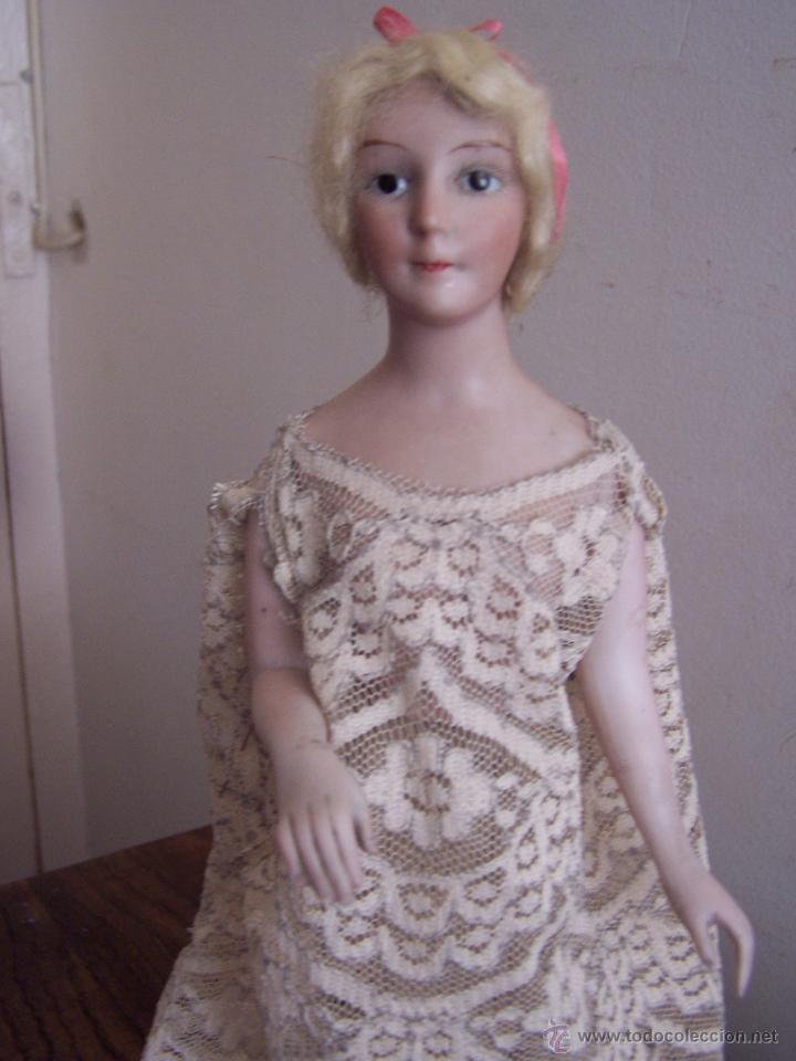 Muñecas Porcelana: Muñeca de porcelana de medio cuerpo montada sobre soporte y peana de metacrilato Altura, 30 cm. - Foto 4 - 52914883