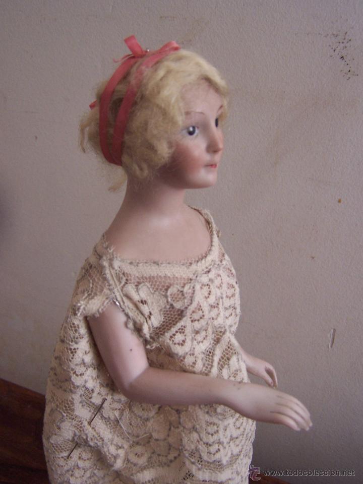 Muñecas Porcelana: Muñeca de porcelana de medio cuerpo montada sobre soporte y peana de metacrilato Altura, 30 cm. - Foto 5 - 52914883