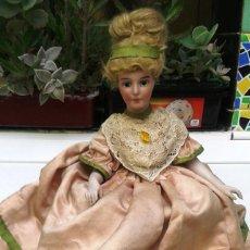 Muñecas Porcelana: MUÑECA SENTADA. Lote 61109779