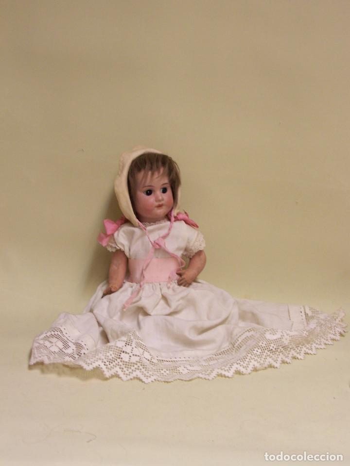 Muñecas Porcelana: Muñeco. Cabeza de porcelana. Procedencia francesa o catalana. Principios de1900. Cuerpo de cartón. - Foto 2 - 75877215