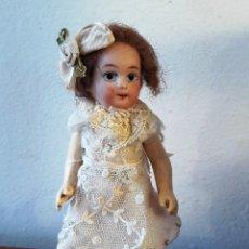Muñecas Porcelana: MUÑECA ANTÍGUA DE CABEZA DE BISCUIT DE CASA DE MUÑECAS. Lote 115311443