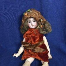Muñecas Porcelana: MUÑECA JUMEAU TALLA 6 NO MARCAS CABEZA PORCELANA SOMBRERO TRENZADO FRUTAS FRANCIA FRANCESA 45X14X12C. Lote 115322579