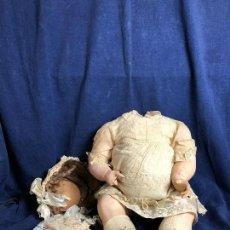 Muñecas Porcelana: ANTIGUA MUÑECA COMPOSICIÓN SIN CABEZA PORCELANA VESTIDOS 2 TOCADOS ENCAJES DELICADOS 1900. Lote 115562639
