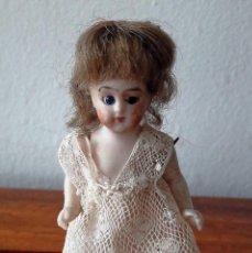Muñecas Porcelana: MUÑECA ANTÍGUA DE BISCUIT PARA CASA DE MUÑECAS. Lote 118776483