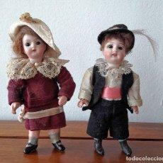 Muñecas Porcelana: PAREJA DE MUÑECOS ANTÍGUOS DE BISCUIT PARA CASA DE MUÑECAS. Lote 118777327