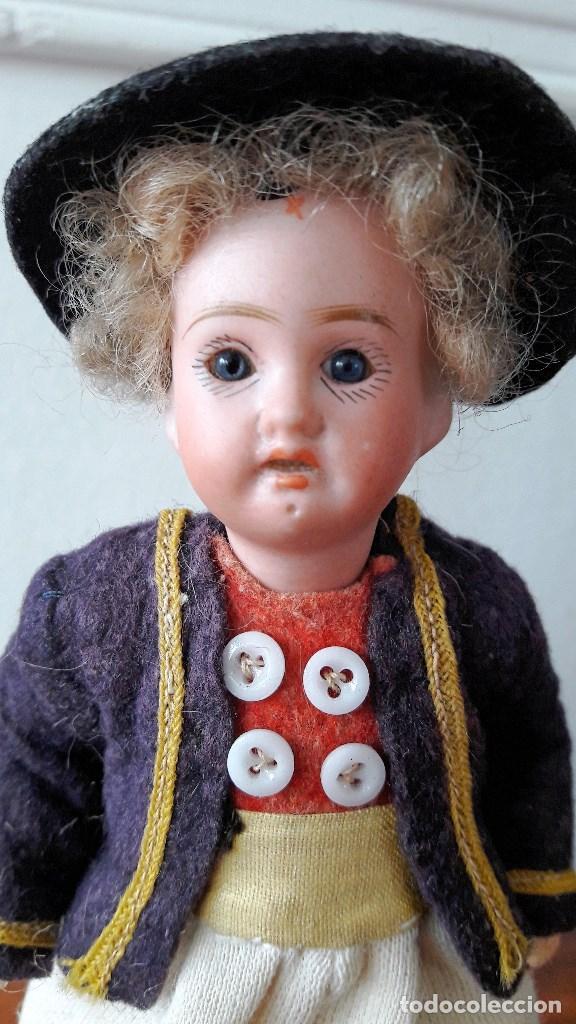 Muñecas Porcelana: Muñeco antíguo pequeño con cabeza de biscuit - Foto 2 - 118778039