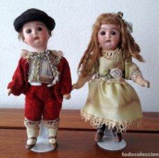 Muñecas Porcelana: PAREJA DE MUÑECOS ANTÍGUOS EN MINIATURA PARA CASA DE MUÑECAS. Lote 118778647