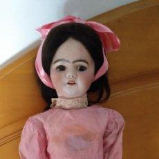 Muñecas Porcelana: MUÑECA DE PORCELANA MECÁNICA A CUERDA - 60 CM - SFBJ. Lote 126298635