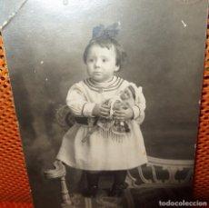 Muñecas Porcelana: MAROTTE DE PORCELANA CON NIÑA,PRINCIPIO DEL SIGLO XX,FRANCE. Lote 131328638