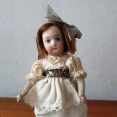 Muñecas Porcelana: PRECIOSA MUÑECA ANTÍGUA CON CUERPO Y CABEZA DE BISCUIT PARA CASA DE MUÑECAS. Lote 144531178