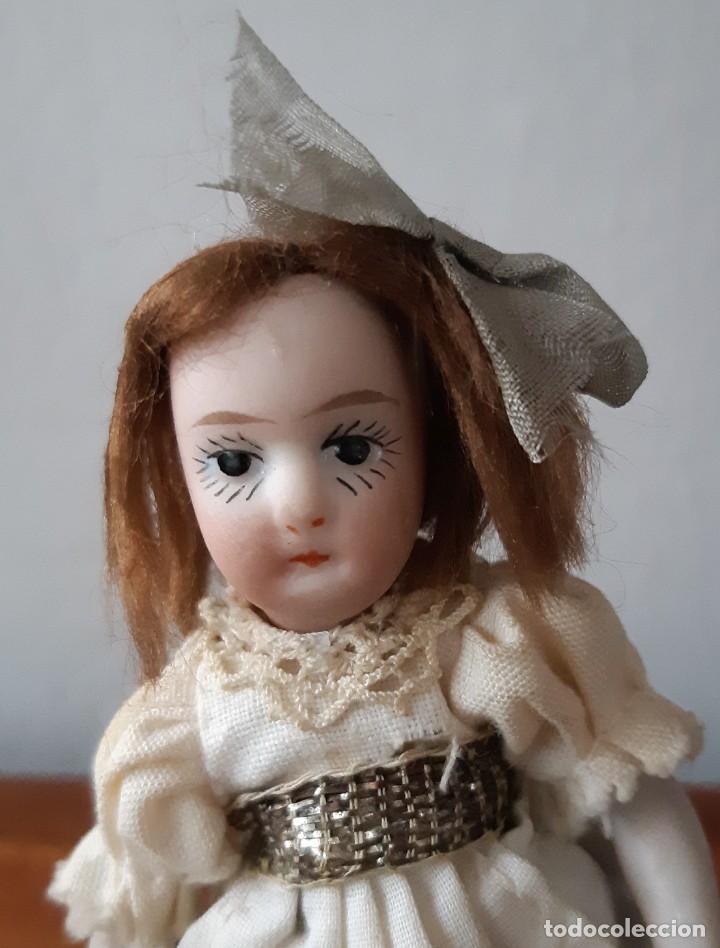 Muñecas Porcelana: Preciosa muñeca antígua con cuerpo y cabeza de biscuit para casa de muñecas - Foto 2 - 144531178