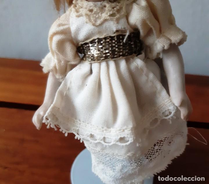 Muñecas Porcelana: Preciosa muñeca antígua con cuerpo y cabeza de biscuit para casa de muñecas - Foto 3 - 144531178