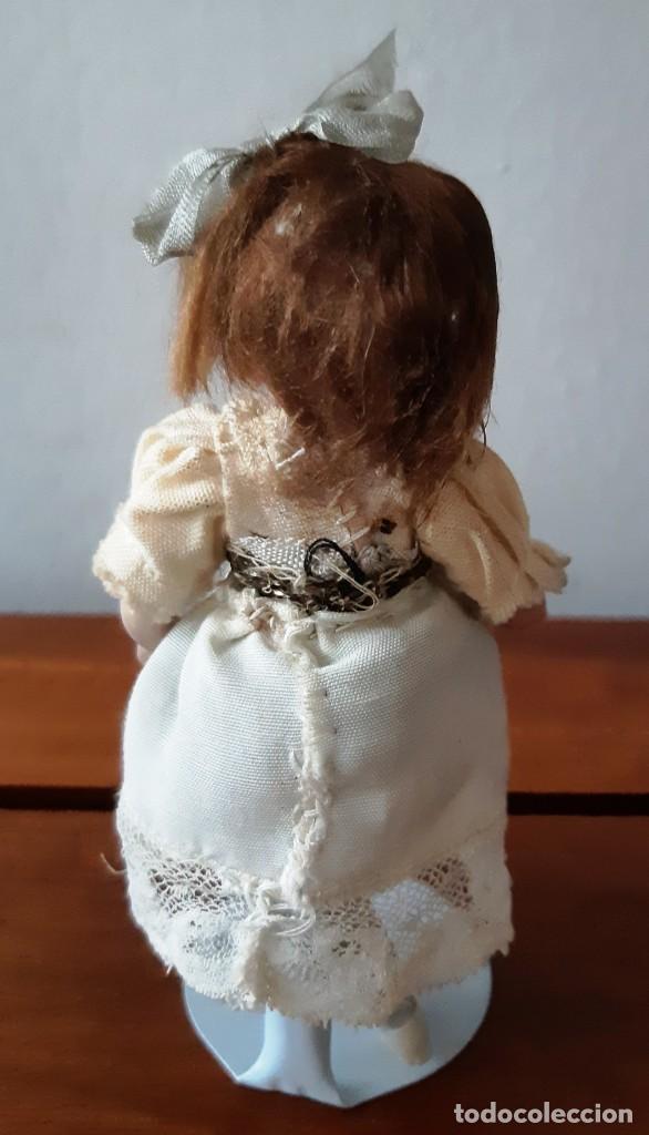 Muñecas Porcelana: Preciosa muñeca antígua con cuerpo y cabeza de biscuit para casa de muñecas - Foto 5 - 144531178