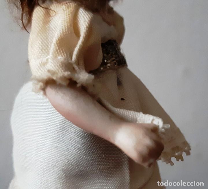 Muñecas Porcelana: Preciosa muñeca antígua con cuerpo y cabeza de biscuit para casa de muñecas - Foto 6 - 144531178
