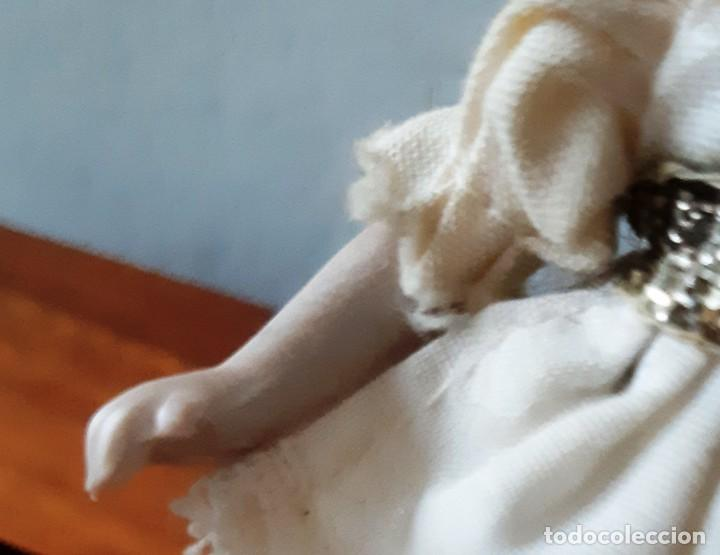 Muñecas Porcelana: Preciosa muñeca antígua con cuerpo y cabeza de biscuit para casa de muñecas - Foto 7 - 144531178