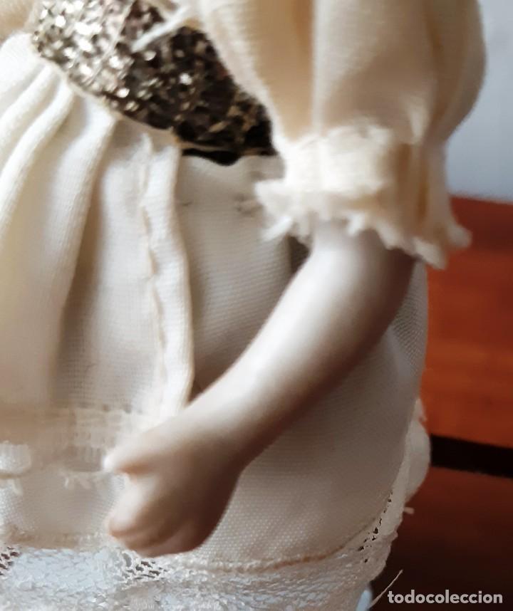 Muñecas Porcelana: Preciosa muñeca antígua con cuerpo y cabeza de biscuit para casa de muñecas - Foto 8 - 144531178
