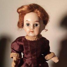 Muñecas Porcelana: MUÑECA ANTÍGUA PARA DE CASA DE MUÑECAS CON CABEZA DE BISCUIT.. Lote 144593102