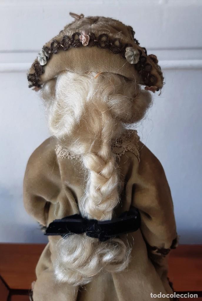 Muñecas Porcelana: Muñeca antígua de biscuit sobre peana vestida con casaca y sombrero. - Foto 8 - 148648102