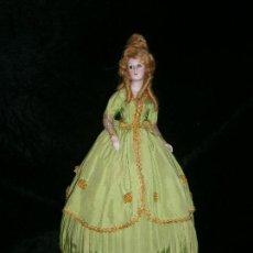 Muñecas Porcelana: BONITA MUÑECA DE PORCELANA BISCUIT ES UNA LÁMPARA QUE FUNCIONA CORRECTAMENTE EL VESTIDO ES ORIGINAL. Lote 154176874