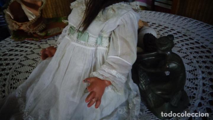 Muñecas Porcelana: HERMOSA MUÑECA DE PORCELANA OJOS FLIRTY, CREO QUE LAS PIERNAS SON RESTAURADAS 70 CTMS. MARCADA PARIS - Foto 17 - 166530006