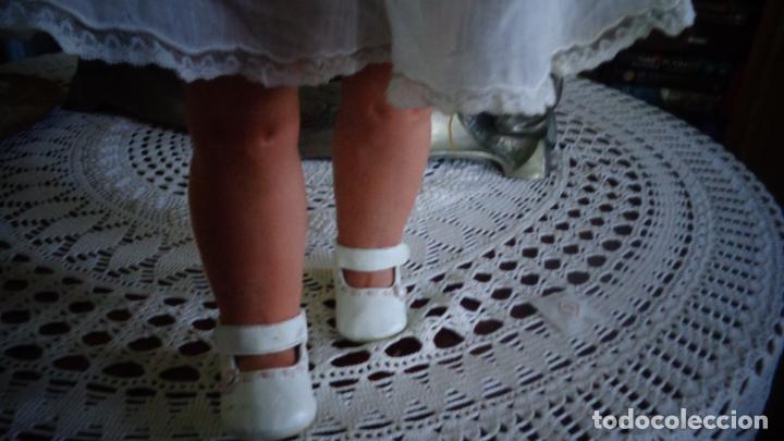 Muñecas Porcelana: HERMOSA MUÑECA DE PORCELANA OJOS FLIRTY, CREO QUE LAS PIERNAS SON RESTAURADAS 70 CTMS. MARCADA PARIS - Foto 19 - 166530006