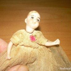 Poupées Porcelaine: PEQUEÑA MUÑECA DE PORCELANA...FALTA EN UN PIE..VER FOTOS.. Lote 171220200