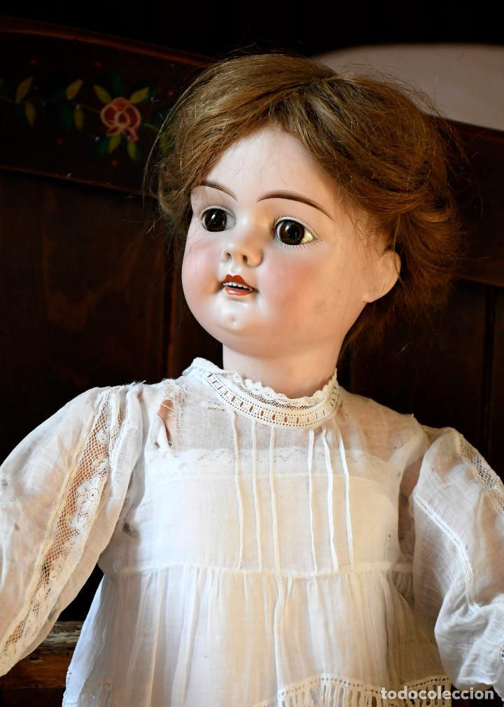 Muñecas Porcelana: Bellísima muñeca articulada en parque infantil original. Entre el XIX y el XX. - Foto 2 - 183466912