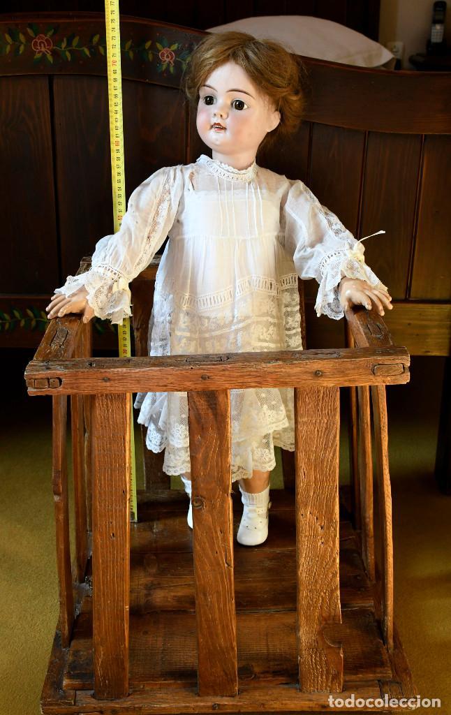 Muñecas Porcelana: Bellísima muñeca articulada en parque infantil original. Entre el XIX y el XX. - Foto 3 - 183466912