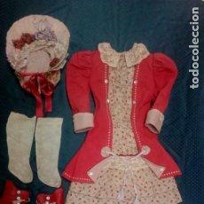 Muñecas Porcelana: VIEJO TRAJE DE MUÑECA ANTIGUA. Lote 205547137