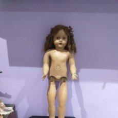 Muñecas Porcelana: ANTIGUA MUÑECA CARTÓN PIEDRA - MADERA - PORCELANA-80 CM CON VESTIDO ORIGINAL Y CAJA - VER LAS FOTOS. Lote 207247232