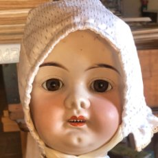 Bambole Porcellana: ANTIGUA MUÑECA DE MADERA Y CABEZA DE PORCELANA. OJOS DE CRISTAL. 76 CM. Lote 225050047