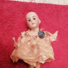 Muñecas Porcelana: MUÑECA DE PORCELANA ANTIGUA 14CMT. Lote 237189255