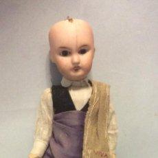 Muñecas Porcelana: ANTIGUA MUÑECA DE PORCELANA,CON TRAJE TÍPICO MAÑO,ALTURA 27 CM. Lote 241226600