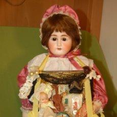 Muñecas Porcelana: PRECIOSA VENDEDORA AMBULANTE DE BISCUIT. Lote 242380885