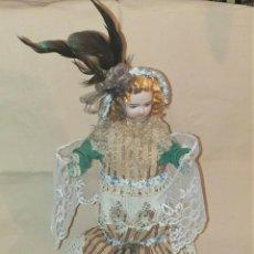 Muñecas Porcelana: MUSICA MAGNÍFICA MUÑECA AUTÓMATA ANTIGUA MUEVE BRAZOS Y SU CABEZA DE PORCELANA FIRMADA DOS FLECHAS. Lote 246193785