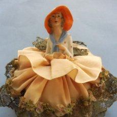Bonecas Porcelana: ANTIGUA CAJA POLVERA CON MUÑECA DE PORCELANA PPIO.S.XX. Lote 283920048