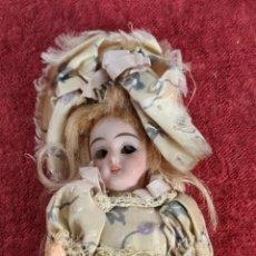 Muñecas Porcelana: MUÑECA DE PORCELANA. MIGNONETTE. VESTIDO DE SEDA. FRANCIA. SIGLO XIX.. Lote 285364478
