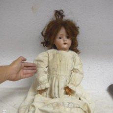 Muñecas Porcelana: ANTIGUA GRAN MUÑECA 70 CM ALTO DE PORCELANA A IDENTIFICAR, NUCA ANCORA LCC, ORIGINAL. Lote 295854143