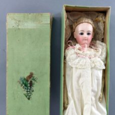 Muñecas Porcelana: MUÑECA FRANCESA LADY LOUIS DOLEAC POUPEÉ MARCA LD BISCUIT CABEZA CUERPO CABRITILLA PELUCA S XIX CAJA. Lote 297062368