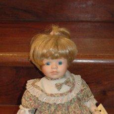 Porzellan-Puppen - MUÑECA DE PORCELANA. SELLO EN LA NUCA (THE PROMENADE COLLECTION ALICE-A T030707) - 27294895
