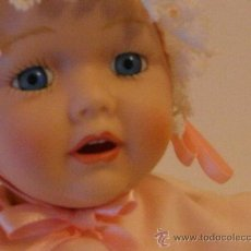Muñecas Porcelana: MUÑECA DE PORCELANA, BEBÉ A GATAS, CUERPO DE TRAPO.. Lote 26030708