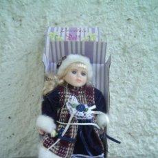 Muñecas Porcelana: MUÑECA PORCELAIN DOLL. Lote 13006446