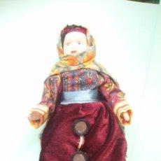 Muñecas Porcelana: MUÑECA DE PORCELANA CON EL TRAJE DE AFGANISTAN NUEVA . Lote 24831003