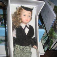 Muñecas Porcelana: MUÑECA DE PORCELANA, FUNCIONARIA CON MANGUITOS, MIDE 14 CM. NUEVA EN CAJA. Lote 26433761