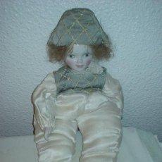 Muñecas Porcelana: ANTIGUO ARLEQUIN DE PORCELANA. MUÑECA DE PORCELANA. PAYASO. MUÑECO MANIQUI. Lote 26625703
