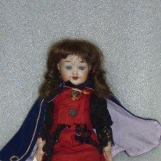 Muñecas Porcelana: PRECIOSA MUÑECA DE PORCELANA DE FINALES S.XIX. MARCAS EN NUCA. VESTIDO POSTERIOR. . Lote 25578195