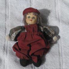 Muñecas Porcelana: ANTIGUO MUÑECO DE PORCELANA Y TRAPO. Lote 27158759