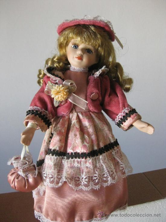 MUÑECA PORCELANA CON PRECIOSO VESTIDO Y BOLSITO (Juguetes - Muñeca Extranjera Moderna - Porcelana)