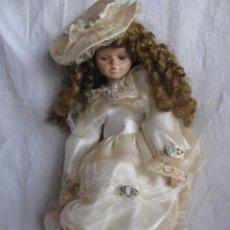 Muñecas Porcelana: MUÑECA PORCELANA CON RIZOS. Lote 27888614